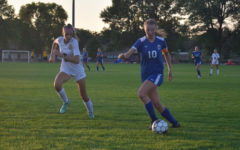 Senior captain Ari Shornock taking the ball up the field