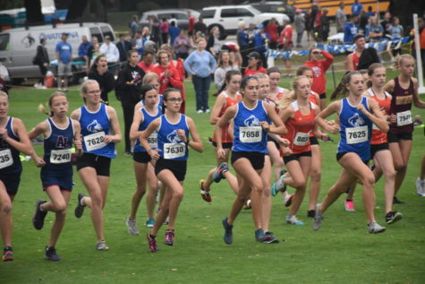 The varsity girls starting the race
