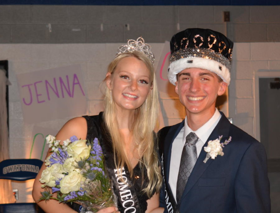 2021+Queen+Jenna+Dallenbach+and+King+Dylan+Meiners+were+crowned+on+Oct.+1